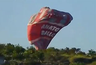 Three tourists die in hot-air balloon collision